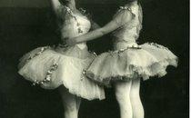 """Танцівниці балету, ймовірно, у костюмах до """"Раймонди"""" або """"Корсара"""". Дата знімання невідома."""