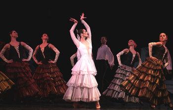 Дівчина в білому - Тетяна Андрєєва. Фото - О. Путрова.