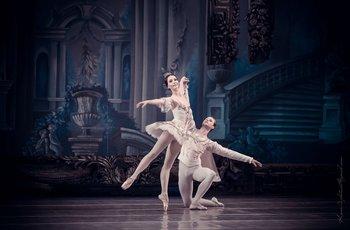 Попелюшка - Олена Боярко, Принц Фортюне - Сергій Клячін. Фото О. Орлової.