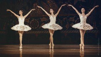 Одаліски: Олена Боярко, Юлія Трандасір, Ірина Борисова. Фото О. Орлової.